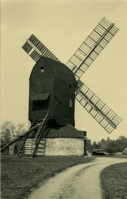 Outwood Mill, Surrey, a typical post-medieval post mill, originally built c.1665 with a round house and two pairs of stones, one in the head and one in the tail (Photo H.E.S. Simmons, Mills Archive Collection, HESS-0995)
