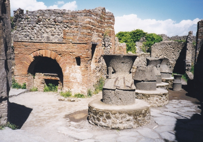 Animal-powered mills in a bakery in Pompeii (SWAT-008)
