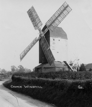 A superb photograph of c1915-20 by T.W. Latchmore of Hitchin, showing the mill in working order