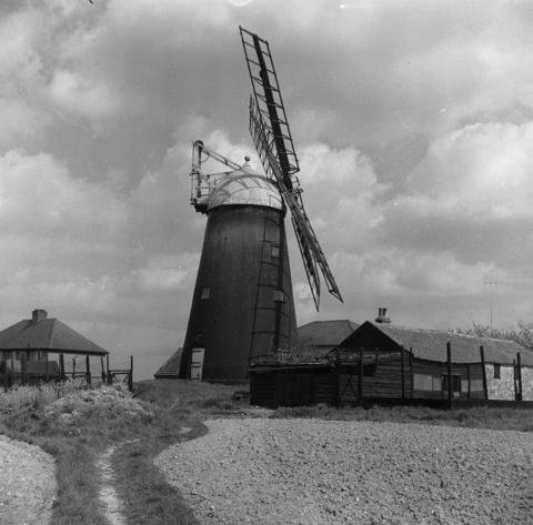 The mill c 1925. Photo: Rex Wailes